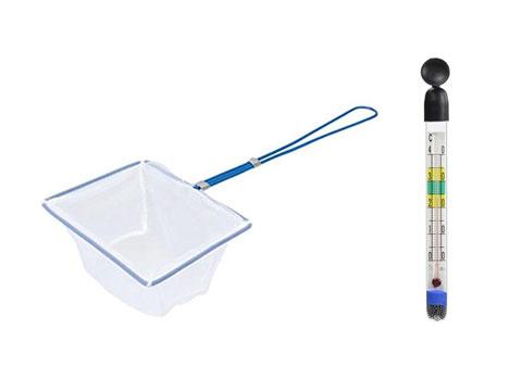 金魚用の網と水温計